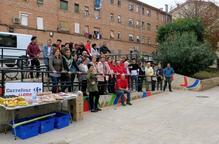 Joves voluntaris ajuden a millorar jardins de la Mariola
