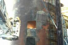 Crema una sitja amb cereal a Castellnou de Seana