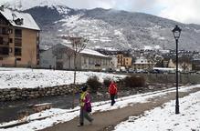 El temporal de neu arriba al Pirineu i manté el port de la Bonaigua amb cadenes