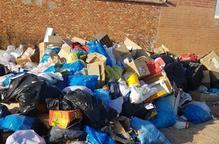 Torres de Segre denuncia acumulació d'escombraries al costat del cementiri