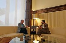 Reunió institucional al Parlament entre Miquel Pueyo i Roger Torrent