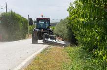 La Paeria desbrossa marges de 26 quilòmetres de camins de l'Horta