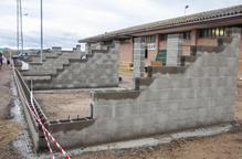 Anglesola millora les instal·lacions del camp de futbol amb unes grades