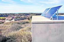 Plaques fotovoltaiques a Montoliu per millorar la connexió a internet