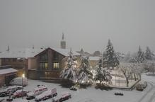 Les nevades tanquen el port de la Bonaigua i el vent provoca retards en quatre trens AVE