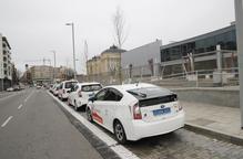'Nova' parada de taxis davant l'estació de Renfe