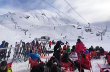 Milers d'esquiadors en el millor cap de setmana de neu de l'hivern
