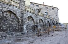 Ribera d'Ondara millora l'entorn de les arcades del poble de Montpalau