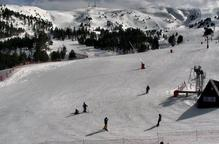 Les pistes d'esquí reobren després del vendaval amb més gruix de neu