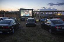 Tàrrega estrena l'autocine amb èxit de públic i amb una pel·lícula rodada a casa