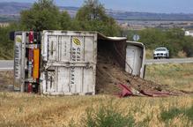 Ferit un camioner al bolcar a la carretera C-14 a Tàrrega