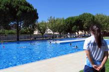 Servei d'entrada a les piscines a tres barris