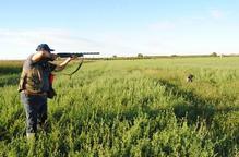 La mitja veda s'amplia a més aus i els caçadors critiquen el retard