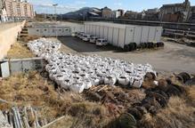 La Paeria ordena a Adif arreglar l'entorn de l'estació, ple d'herbes i residus