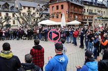⏯️ Unes 400 persones exigeixen a Vielha solucions urgents per al turisme