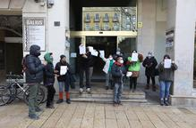 Protesta de membres de la PAH davant de la seu del PP a Lleida