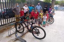 L'Escola Àngel Guimerà de Tàrrega promociona els aparca-bicis per la sostenibilitat