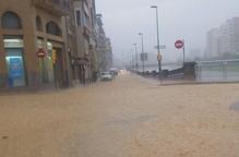 Un aiguat inunda el centre històric de Balaguer amb destrosses a baixos i botigues
