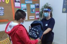 """Prop de 600 menors vulnerables de Lleida tornen a l'escola amb nou material escolar gràcies a Fundació """"la Caixa"""" i CaixaBank"""