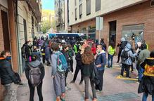 ⏯️ Tensió entre Mossos i activistes de la PAH durant un desnonament a Lleida