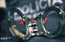 Detinguts un jove i un menor per robar un home a Tàrrega després d'amenaçar-lo amb ganivets
