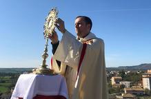 El bisbe de Solsona beneeix la ciutat des del campanar