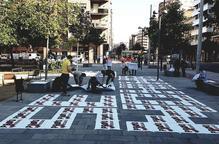 Acció sorpresa d'Òmnium a la plaça Pau Casals