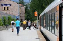 Arxiu andana estació tren de la Pobla viatgers esperant