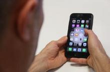 L'abús del mòbil, l'excés d'informació negativa i la manca de rutines afecten el son durant el confinament