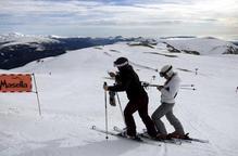 Les estacions d'esquí catalanes alerten que la crisi del coronavirus podria afectar la temporada d'hivern