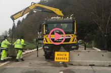 ⏯️ #VÍDEO | Barreres de formigó a la frontera per tancar la carretera entre Llívia i Estavar