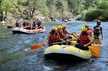 Pla general de barques de ràfting al riu Noguera Pallaresa el 31 de juliol del 2020