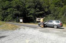 Un vehicle intentant accedir a la zona de l'Artiga de Lin