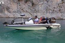 Pla obert d'una embarcació a motor interceptada pels Agents Rurals al Congost de Mont-rebei per circular sense autorització