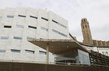 Els jutjats de Lleida, des de l'entrada a l'Audiència, amb la Seu Vella darrere