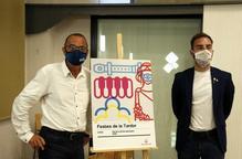 Pla mitjà de l'alcalde de Lleida, Miquel Pueyo i el regidor de Joventut i Festes, Ignasi Amor, al costat del cartell de les Festes de la Tardor de Lleida