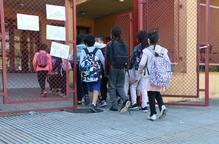 Estudiants entran escola. Arxiu