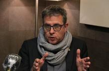 Pla mitjà on es pot veure al president de la Diputació de Lleida, Joan Talarn, entrevistat per l'ACN