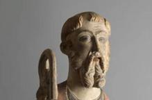 Pla detall de l'escultura gòtica de Sant Antoni Abad que ha rebut en dipòsit el Museu de Lleida