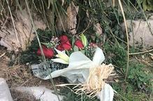 Ofrena floral i repic de campanes a Bellpuig com a homenatge dels bombardejos del 1939