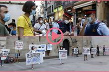 """⏯️ Els Mossos identifiquen un noi concentrat a la plaça Paeria en defensa de """"la vida abans que el capital"""""""