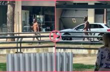⏯️ Un home es passeja despullat pels carrers de Mollerussa