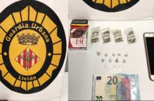Detingut en ser sorprès venent droga al Centre Històric de Lleida
