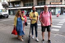 Ignasi Amor visita Cappont com a regidor del barri acompanyat de l'Associació de Veïns