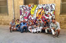 Taller de grafit i pintura mural pels alumnes treballadors del programa Casa d'Oficis Treball als Barris de l'IMO