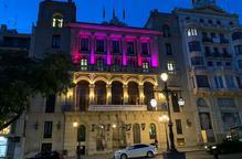 La Paeria s'il·lumina de color rosa en el Dia Mundial contra el Càncer de Mama