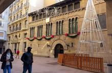 Alumnes de l'IMO de Lleida fan arbres de Nadal d'alumini per ornamentar places de la ciutat