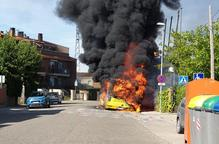 ⏯️ Crema completament un autobús de Lleida