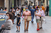 Eix Comercial mascareta mascaretes gent caminant compres botigues desescalada desconfinament
