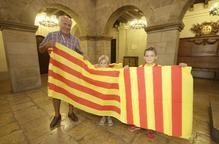 Comença el repartiment de senyeres a Lleida per celebrar la Diada Nacional de Catalunya